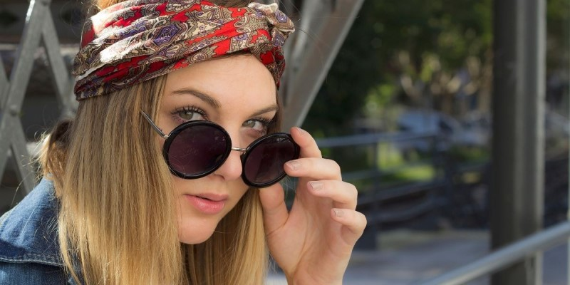 Girl wearing a hippie bandana
